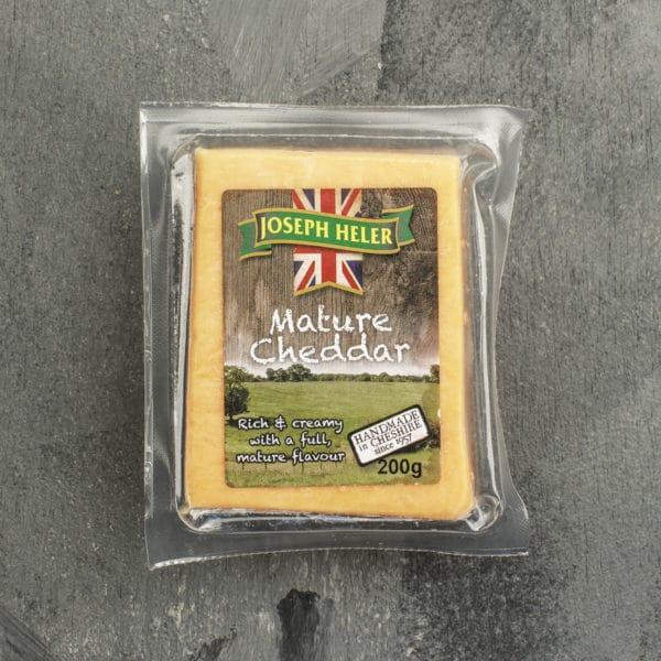 Saboroso e levemente adocicado, o cheddar inglês fica ainda melhor quando derretido, especialmente sobre um bom burguer. Feito com leite de vaca e maturado por mais de 9 meses, este é o verdadeiro queijo cheddar inglês, um ingrediente de sabor inigualável.