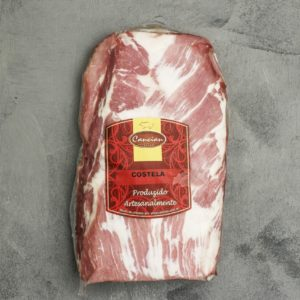 Seja na brasa ou assada com molho barbecue, a costelinha de porco é um dos cortes mais populares e deliciosos. Macia, vem logo depois da bisteca, e é normalmente preparada presa aos ossos, o que ajuda a preservar o sabor inigualável.