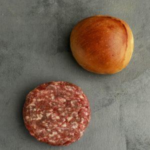O clássico hamburguer fica mais gostoso quando feito com pães e carnes especiais. Os brioches artesanais Fetta di Pane, combinados com o suculento 481 burguer de 180 gramas, nas mãos de um meat lover inspirado viram quatro burgueres deliciosos.